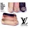 รองเท้าคัชชูส้นแบน Louis Vuitton วัสดุเป็นหนังแก้วพิมพ์ลาย LV ด้านหน้าติดอะไหล่ทองเหลืองประดับเพชร