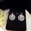 ต่างหูดอกคามิเลีย Signature ตามแบบฉบับแบรนด์ Chanel รุ่นนี้งานสวยมากจริงๆ เพชรแวววาวสวยมากๆ รับรองเลย Cubic Zirconia Diamond Hi-Quality 18KGP Plating Jewelry Design Price : 990฿