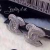 ต่างหู Chanel งานเทพๆๆ ประดับเพชรปาเก็ตคัต สวยหรู แม่ค้าคอนเฟริมความงามค่ะ รีบจองนะคะมีจำนวนจำกัดค่ะ Color : White Stone : CZ Body : Copper Plated : 18KGP Design : Day / Night Type : Pin Price : 1090-THB Made in Korea