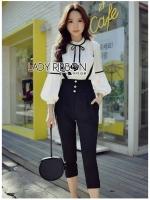เสื้อผ้าแฟชั่นเกาหลีพร้อมส่ง เซ็ตเสื้อคอตตอนตกแต่งริบบิ้นพร้อมเอี๊ยมจัมป์สูทสีดำ