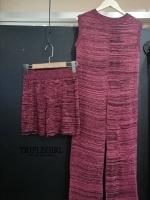 เดรสไหมพรมทรงผ่าหน้าผ้าท๊อปลาย มาพร้อมกับกางเกงขาสั้นผ้าเดียวกัน