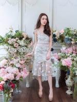 ชุดเดรสเกาหลีพร้อมส่ง เดรสชายระบาย ปักดอกไม้สีขาวสลับเลื่อมทอง