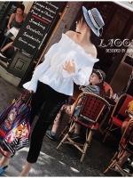เสื้อผ้าเกาหลีพร้อมส่ง เสื้อปาดไหล่สีขาวแขนยาว สม้อกทั้งตัว