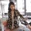 ( พร้อมส่งเสื้อผ้าเกาหลี) เสื้อคลุมเนื้อผ้าชีฟองเนื้อหนาสวยอย่างดี ดูผู้ดีด้วยทรงสูทตัวยาว อินเทรนด์ต้อนรับ Winter เนื้อผ้าใส่สบายมากคะ สาวๆ ใส่คลุมกับเสื้อกล้าม หรือ เสื้อยืด จะใส่คู๋กับกางเกงขาสั้นก็ดูชิค thumbnail 7