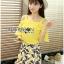 เสื้อผ้าเกาหลี พร้อมส่งเซ็ตเสื้อเปิดไหล่สีเหลืองและกระโปรงกางเกงพิมพ์ลายเลมอน thumbnail 1