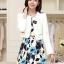 เสื้อผ้าเกาหลี พร้อมส่ง เสื้อสูทแขนยาวสีขาว + เดรสสั้นลายดอกไม้สีฟ้า thumbnail 1