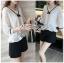 เสื้อผ้าเกาหลีพร้อมส่ง เสื้อผ้าลูกไม้สีขาวตกแต่งริบบิ้นสีดำสไตล์วินเทจ thumbnail 3