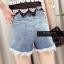 เสื้อผ้าแฟชั่นพร้อมส่ง กางเกงยีน korea style ขาสั้น แต่งลูกไม้ thumbnail 4