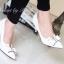 รองเท้า PRADA Style คัทชูส้นสูงหัวแหลม ด้านหน้าเล่นดีไซน์ V curve แบบเก๋สุดๆ แต่งโบว์ เพิ่มความน่ารักอีกระดับ วัสดุหนังอย่างนิ่ม สีสวยน่ารักดูดี คู่นี้ใส่สบายเท้า ส้นเรียวไม่สูงมาก ใส่ไม่เมื่อยจร้าาา พื้นนิ่มอย่างดีค่ะ thumbnail 9