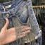 เสื้อผ้าแฟชั่นพร้อมส่ง กางเกงยีนส์ ดีไซส์เก๋ แต่งโซ่เงิน thumbnail 6