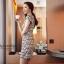 ( พร้อมส่งเสื้อผ้าเกาหลี) เดรสแฟชั่นเกาหลี เกรดพรีเมียม ดีเทลแต่งลายเส้น บนตัวเนื้อผ้า ลวดลายดูสวยงาม เนื้อผ้าเป็นแบบนิ่ม มี texture ในตัวเนื้อผ้า ทรงสวย มีซับใน แต่งซิป พร้อม pattern/cutting สวยเนี้ยบ thumbnail 3
