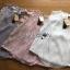 เสื้อผ้าเกาหลี พร้อมส่งเสื้อแขนกุดผ้าลูกไม้ตัดต่อผ้าชีฟองจับพลีตสไตล์วินเทจ thumbnail 12