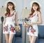 เสื้อผ้าเกาหลี พร้อมส่งเพลย์สูทขาสั้นผ้าลูกไม้ปักดอกกุหลาบสีแดง3D thumbnail 3