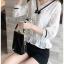 เสื้อผ้าเกาหลีพร้อมส่ง เสื้อผ้าลูกไม้สีขาวตกแต่งริบบิ้นสีดำสไตล์วินเทจ thumbnail 1