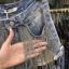 เสื้อผ้าแฟชั่นพร้อมส่ง กางเกงยีนส์ ดีไซส์เก๋ แต่งโซ่เงิน thumbnail 2