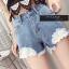 เสื้อผ้าแฟชั่นพร้อมส่ง กางเกงยีน korea style ขาสั้น แต่งลูกไม้ thumbnail 2