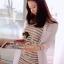 ( พร้อมส่งเสื้อผ้าเกาหลี) เสื้อคลุมเนื้อผ้าคอตตอนเนื้อไม่แข็งนะคะ ใส่สบาย ชิคๆ ด้วยทรงเสื้อเชิ้ตตัวยาว ด้านหลังเก๋มากๆ คะ พิมพ์ลายเป็นตัวอักษร Marsh Mallow สีของตัวอักษรผสมสีกันนอกมาได้น่ารักมากคะ ดูสดใสมากๆ thumbnail 3
