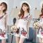 เสื้อผ้าเกาหลี พร้อมส่งเพลย์สูทขาสั้นผ้าลูกไม้ปักดอกกุหลาบสีแดง3D thumbnail 2
