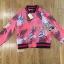 เสื้อผ้าเกาหลี พร้อมส่งแจ๊กเก็ตสีชมพูพิมพ์ลายสไตล์สปอร์ตแบบกุชชี่ thumbnail 5