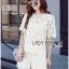 เสื้อผ้าเกาหลี พร้อมส่งเซ็ตเสื้อและกางเกงผ้าลูกไม้ลายดอกเดซี่สีขาว-เหลือง thumbnail 1