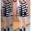 เสื้อผ้าเกาหลี พร้อมส่ง เสื้อคลุมตัวยาวลายเส้นขาวสลับดำ thumbnail 4