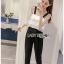 เสื้อผ้าแฟชั่นพร้อมส่ง จัมป์สูทผ้าลูกไม้ระบายสีขาวและกางเกงผ้าเครปสีดำ thumbnail 3