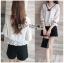 เสื้อผ้าเกาหลีพร้อมส่ง เสื้อผ้าลูกไม้สีขาวตกแต่งริบบิ้นสีดำสไตล์วินเทจ thumbnail 5
