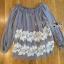 เสื้อผ้าเกาหลี พร้อมส่งเสื้อยาวผ้าชีฟองทรงเปิดไหล่ปักลูกไม้ thumbnail 15