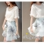 เสื้อผ้าเกาหลี พร้อมส่งเสื้อสีขาวฉลุลายคู่กับกระโปรงบานโทนสีฟ้า thumbnail 6