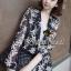 ( พร้อมส่งเสื้อผ้าเกาหลี) เสื้อคลุมเนื้อผ้าชีฟองเนื้อหนาสวยอย่างดี ดูผู้ดีด้วยทรงสูทตัวยาว อินเทรนด์ต้อนรับ Winter เนื้อผ้าใส่สบายมากคะ สาวๆ ใส่คลุมกับเสื้อกล้าม หรือ เสื้อยืด จะใส่คู๋กับกางเกงขาสั้นก็ดูชิค thumbnail 2
