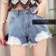 เสื้อผ้าแฟชั่นพร้อมส่ง กางเกงยีน korea style ขาสั้น แต่งลูกไม้ thumbnail 1