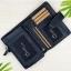 กระเป๋าสตางค์หนังแท้ ผู้ชาย ทรงตั้ง รุ่น GUBINTU Line Button Zip Black สีดำ thumbnail 2