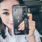 (701-004)เคสมือถือไอโฟน Case iPhone7 Plus/iPhone8 Plus เคสแฟชั่นสวยๆสไตล์โรมันพร้อมสายคาดมือด้านหลังโทรศัพท์