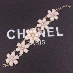 Princess White Flower Bracelet สร้อยข้อมือออกงานรูปดอกไม้แต่งหินสีขาวเจ้าหญิง